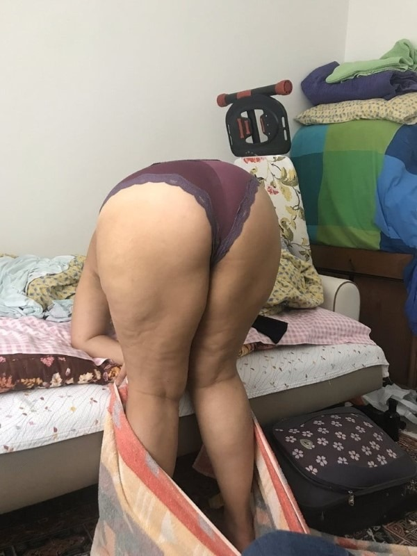 Ass show of slutty aunties and girls 20
