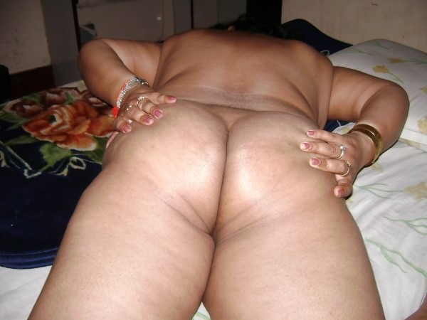 Ass show of slutty aunties and girls 35