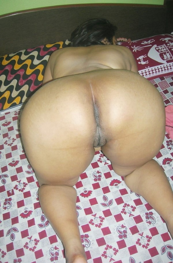 Ass show of slutty aunties and girls 8