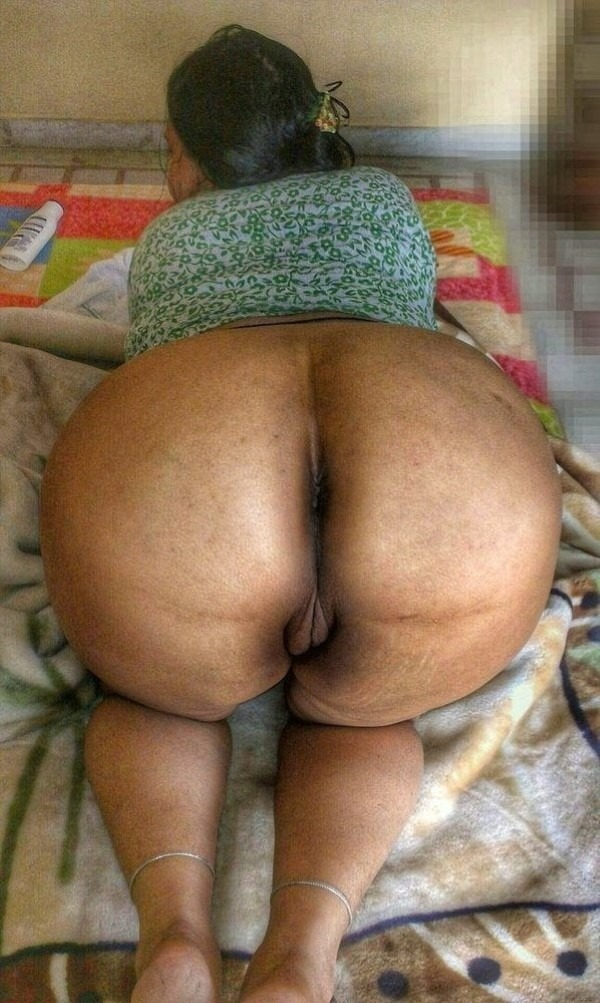 Ass show of slutty aunties and girls 9