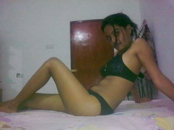 Sexy desi girl in bra pantie