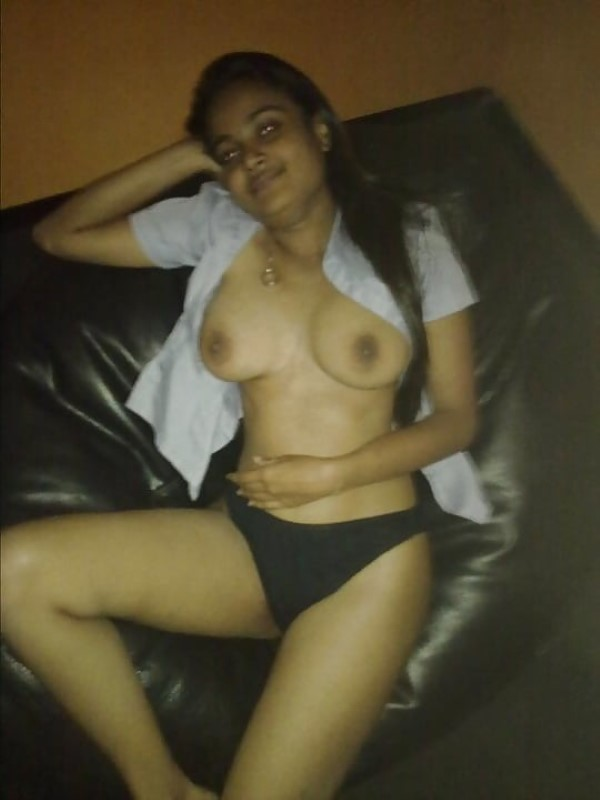 Sexy pic of dusky girl in panty