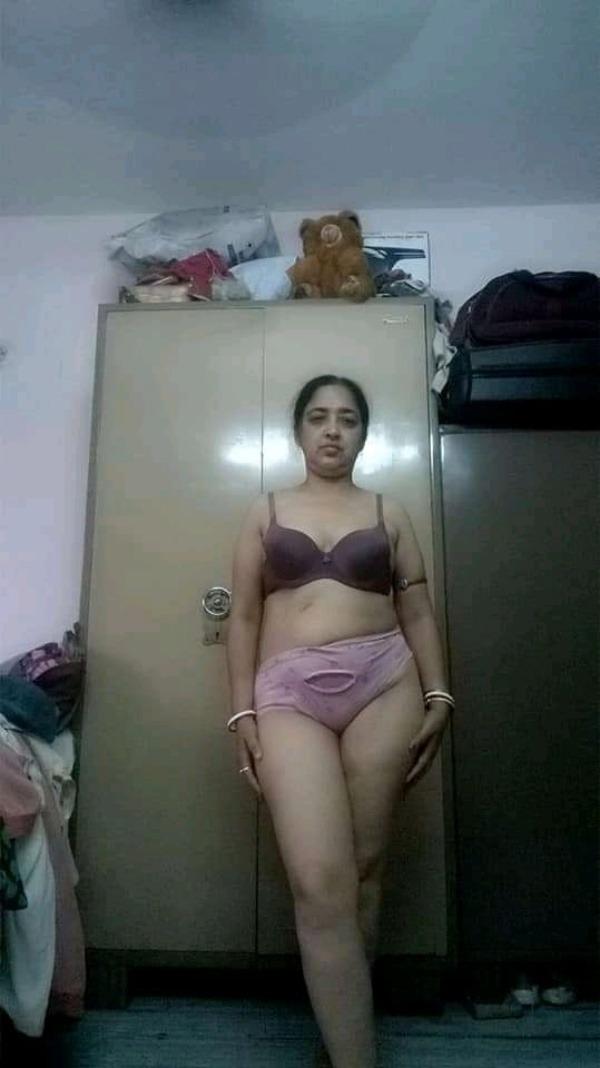 Desi bhabhis naked body pics 29