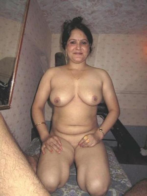 Desi bhabhis naked body pics 53