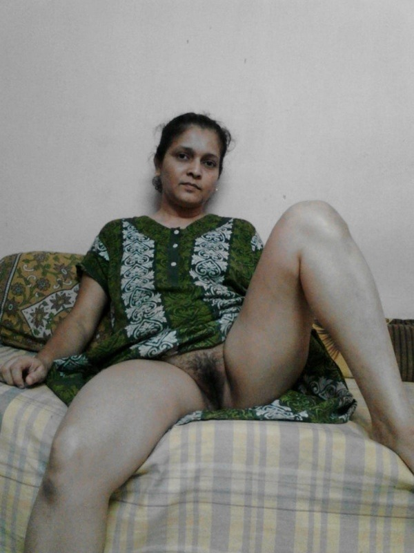 Married Indian sluts exposing boobs and hairy pussy 27