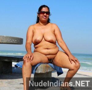 daring mumbai aunty nude photo min