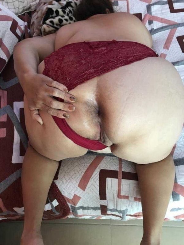 desi mature aunties showing big ass and pussy - 12