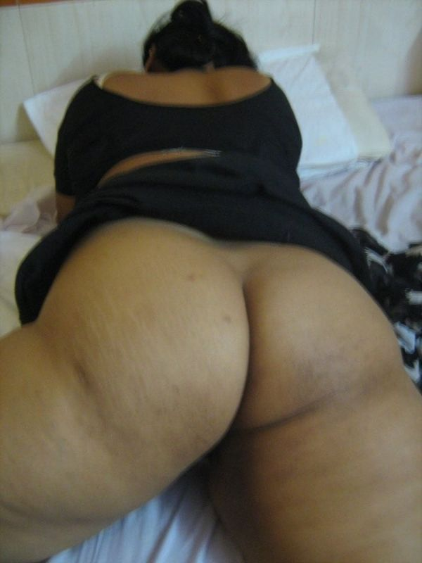 desi mature aunties showing big ass and pussy - 27