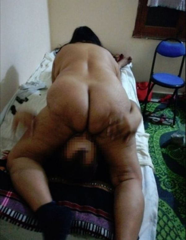 desi mature aunties showing big ass and pussy - 32