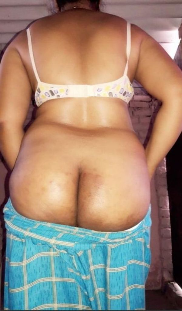 desi mature aunties showing big ass and pussy - 5