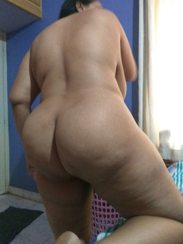 desi mature aunties showing big ass and pussy - 6