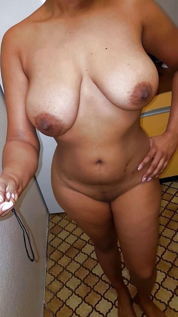 indian ladies natural tits gallery - 21