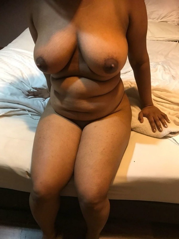 desi big natural tits gallery - 1