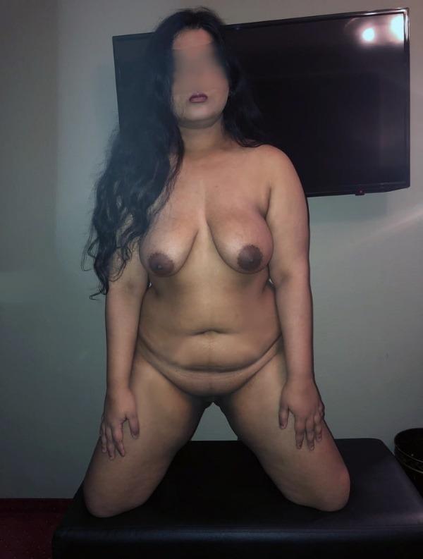 hot tamil aunty nude pics - 1