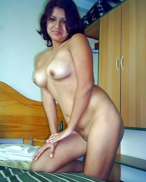 lovely desi sexy aunties pics - 21