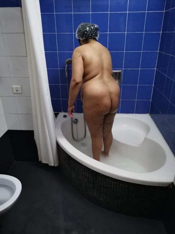 provocative mallu aunty nude pics - 2