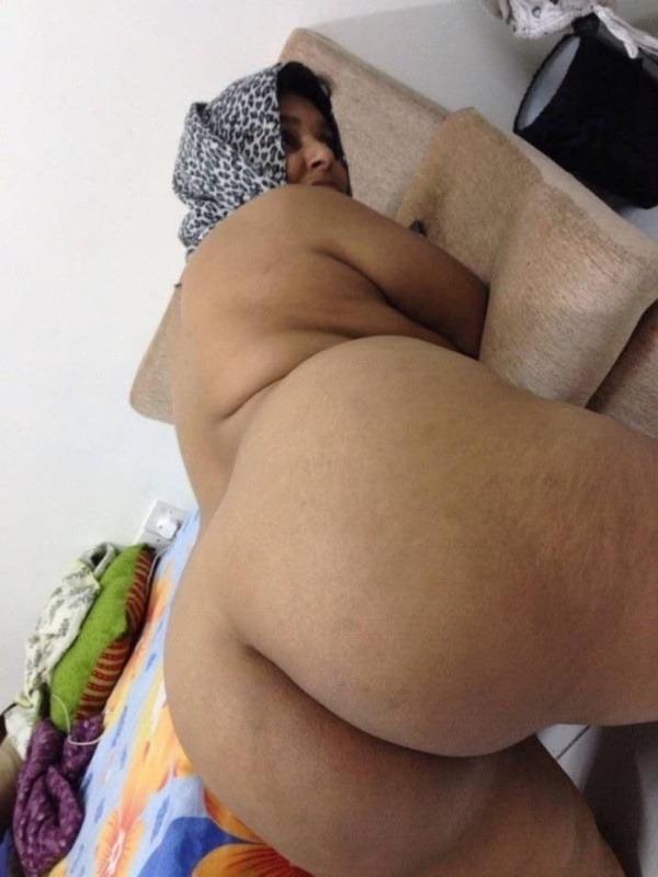 provocative naked aunty pics - 2