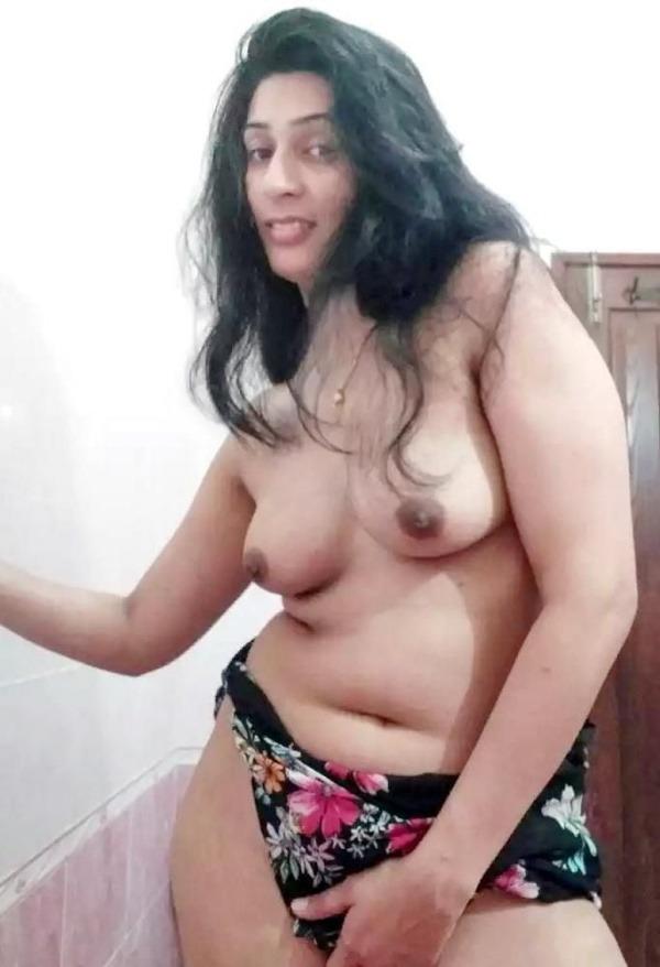 provocative naked aunty pics - 3