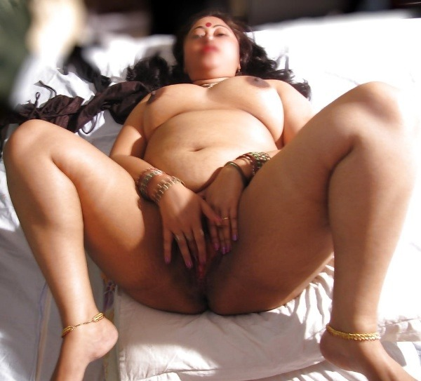 provocative naked aunty pics - 43