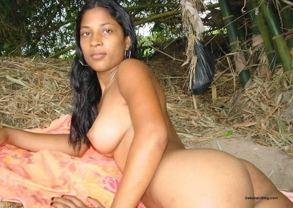sexy indian nude chicks pics - 37
