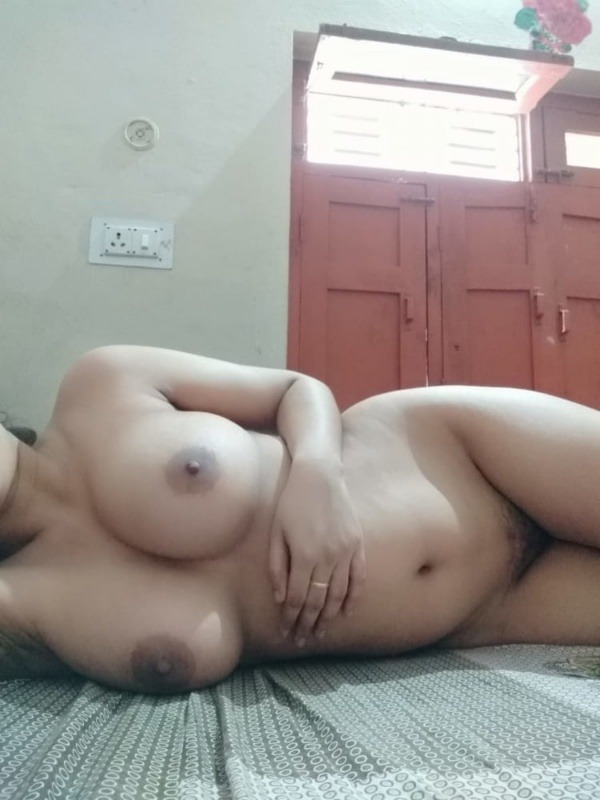 sexy nude indian babes pics - 10