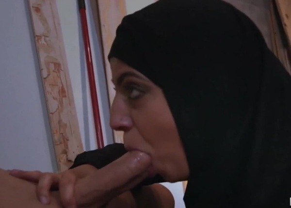 sexy sluts sucking cock pics - 30