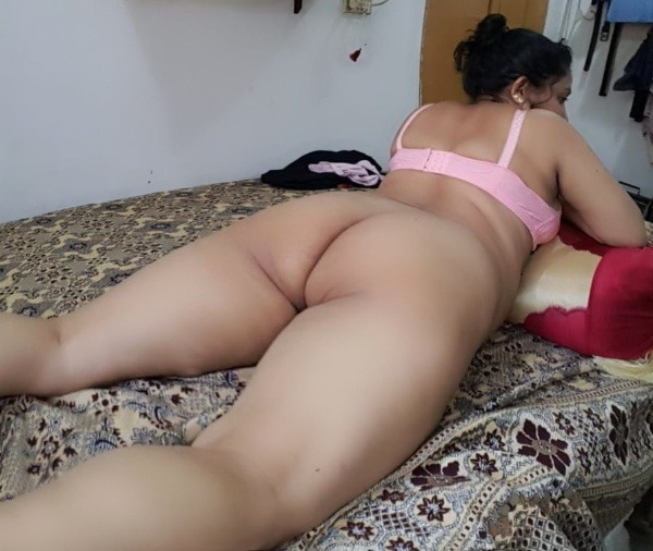 tantalizing bhabhi nude pics - 14