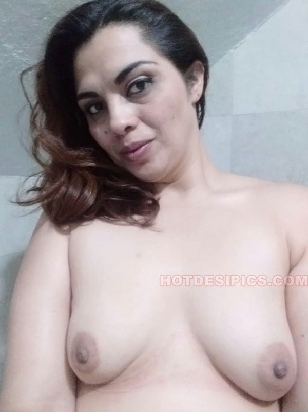 tantalizing bhabhi nude pics - 19