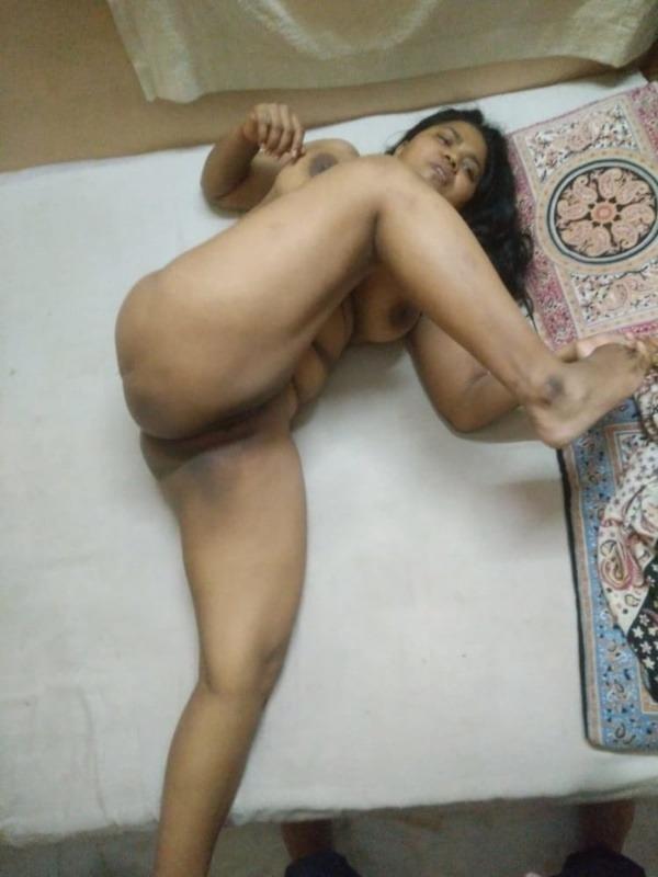 tantalizing bhabhi nude pics - 21