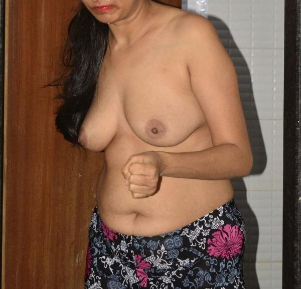 teasing desi hot boobs gallery - 16