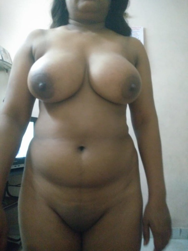 teasing desi hot boobs gallery - 9