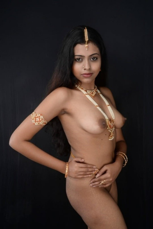 indian kinky naked babes pics - 1