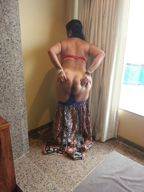big round ass mature pussy aunty nude images - 17
