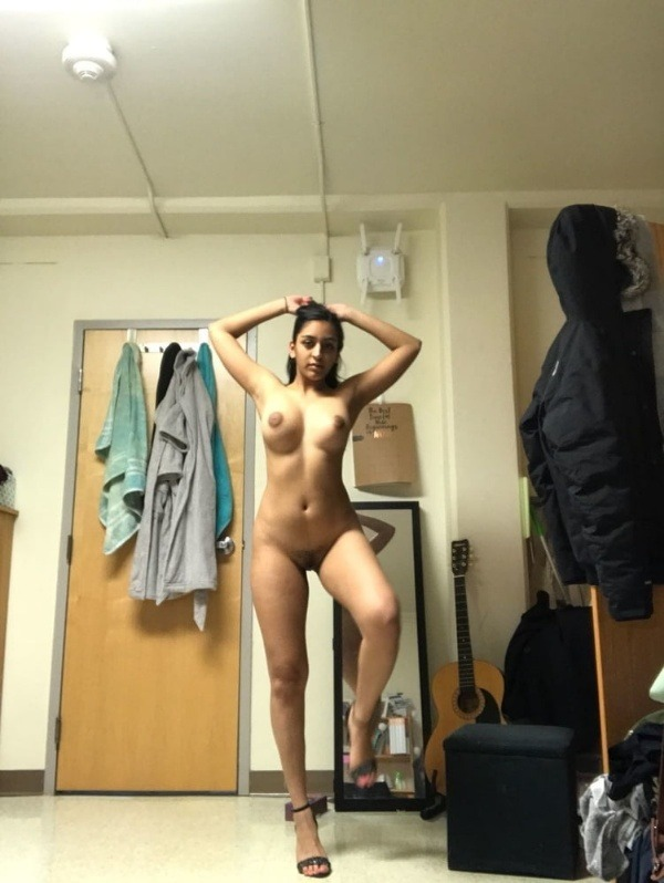 indian nude girls pics flashing big boobs tight ass - 14