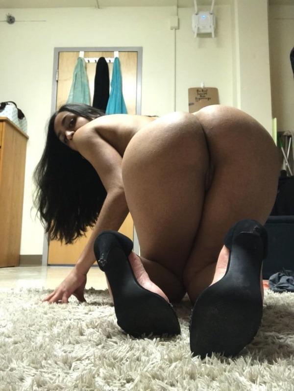 indian nude girls pics flashing big boobs tight ass - 9