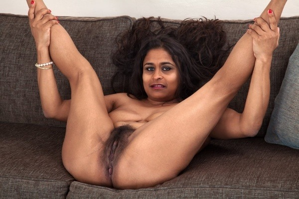 indian sexy mature aunties pics - 15