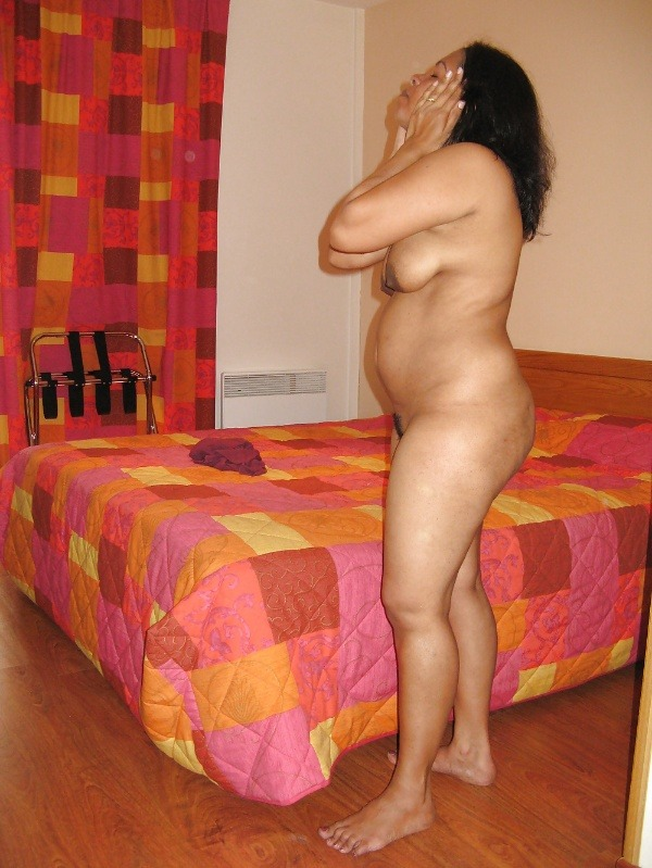 indian sexy mature aunties pics - 23
