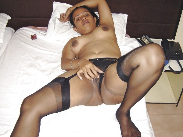 indian sexy mature aunties pics - 35