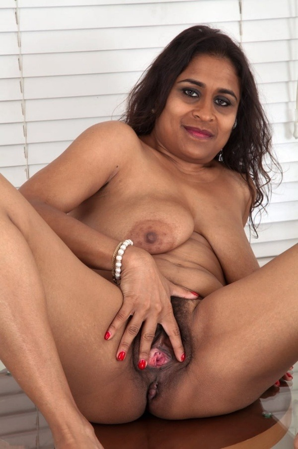 indian sexy mature aunties pics - 47
