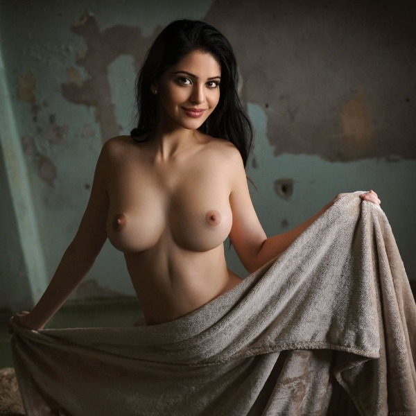 jerk off to these sexy bhabhi nude pics - 50