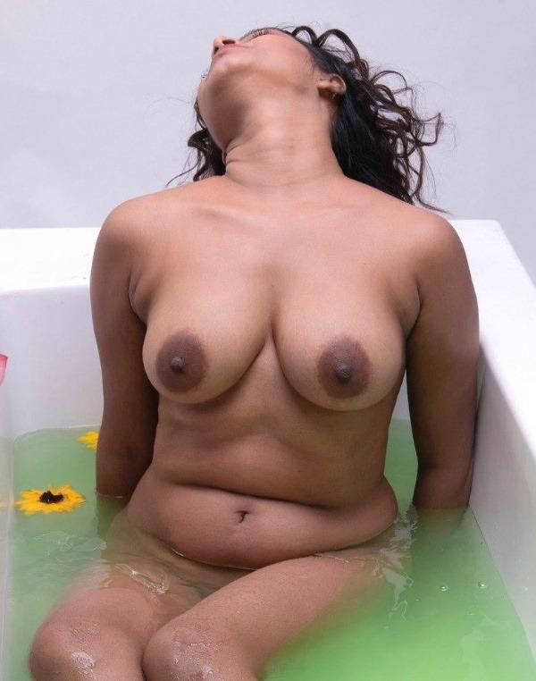 lovely gallery of desi nude bhabhi photo - 43