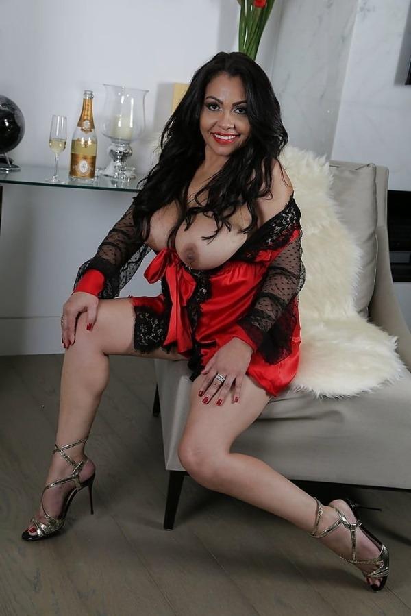 mind blowing mature desi aunty nude photos - 1