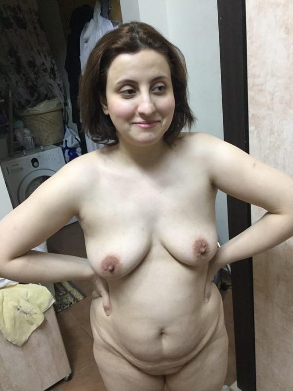 mind blowing mature desi aunty nude photos - 15