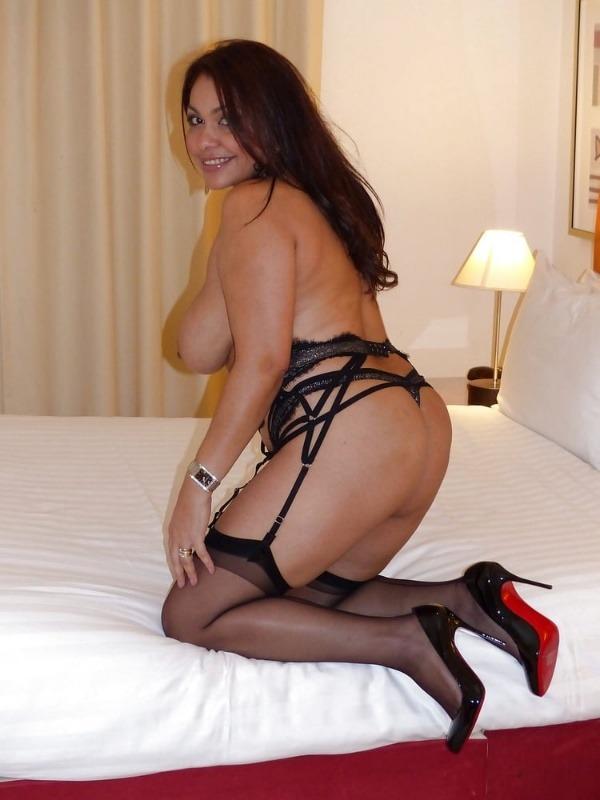 mind blowing mature desi aunty nude photos - 36