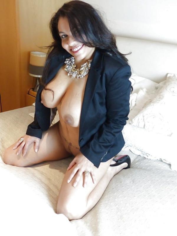 mind blowing mature desi aunty nude photos - 37
