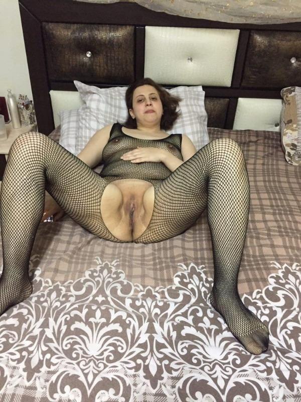 mind blowing mature desi aunty nude photos - 50