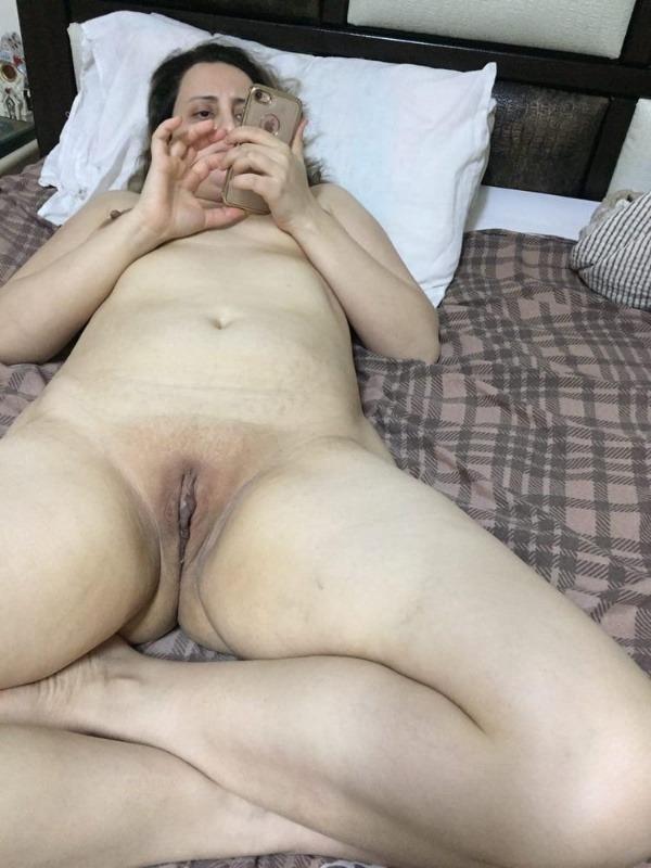 provocative sexy desi aunty nude pics - 16