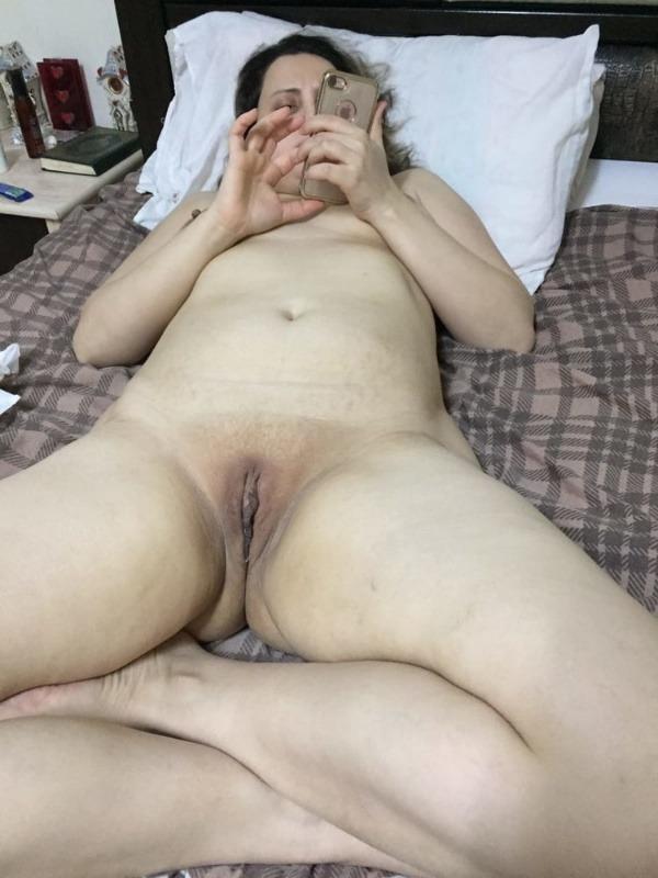 provocative sexy desi aunty nude pics - 18