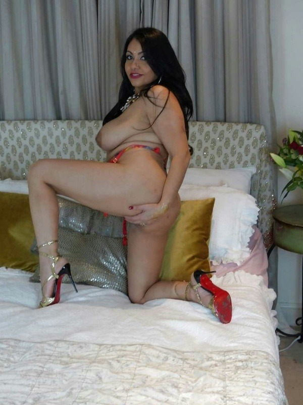 provocative sexy desi aunty nude pics - 26