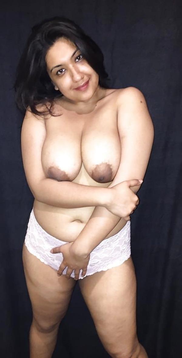 Punjabi Big Boobs Aunty Uses Dildo Inside Fat Pussy